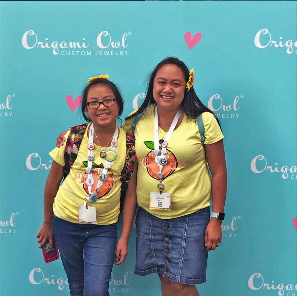 Origami Owl step and repeat background with mom and daughter